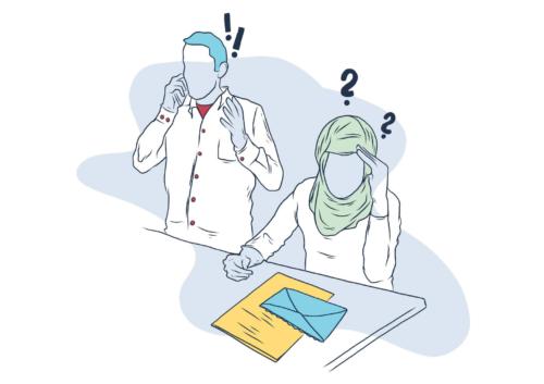Zwei Personen sitzen an einem Tisch. Person A telefoniert und über ihrem Kopf sind zwei Ausrufezeichen abgebildet. Vor Person B liegt ein Brief und über ihrem Kopf sind zwei Fragezeichen abgebildet.